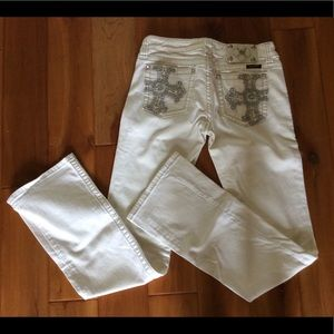 **SOLD** Miss Me white jeans size 29 x 33 NWOT